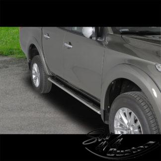 MARCHE-PIEDS OVAL INOX SUR MITSUBISHI L200 MY16 DOUBLE CAB