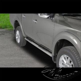 MARCHE-PIEDS TUBE INOX SUR MITSUBISHI L200 MY20 DOUBLE CAB